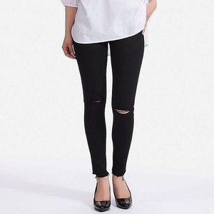 Black skinny jeans ripped knees NEW Uniqlo